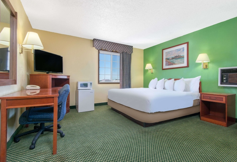 Days Inn by Wyndham Great Bend, Great Bend, Room, Non Smoking (2 King Beds), Guest Room