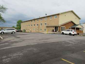 Picture of Super 8 by Wyndham Columbus in Columbus