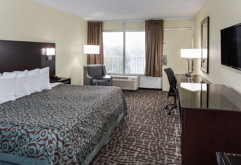 Days Inn by Wyndham Melbourne, Melbourne, Room, 1 King Bed, Non Smoking, Pool View, Guest Room View