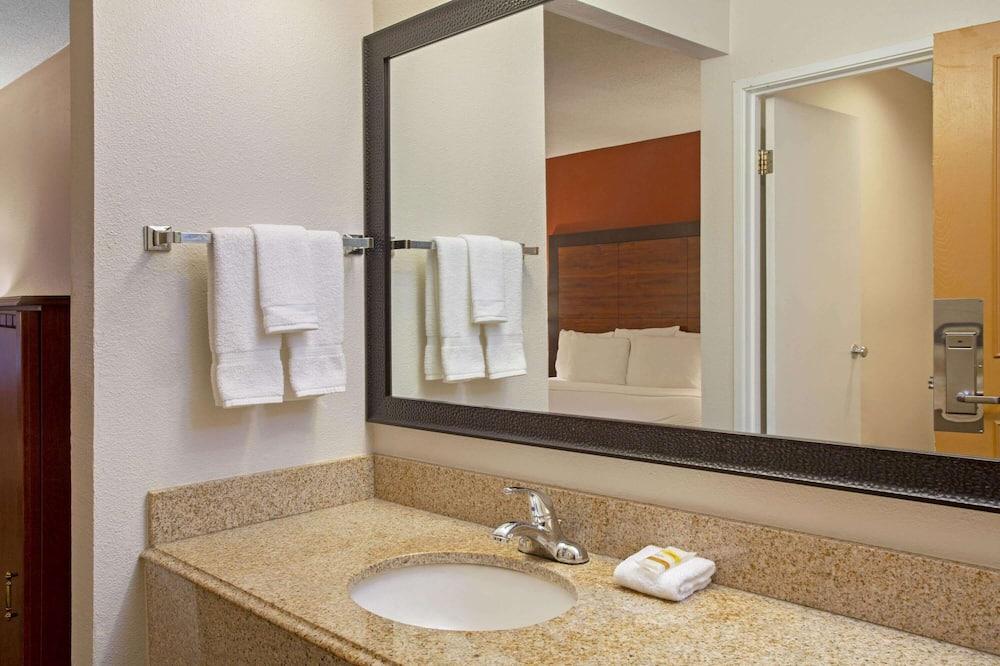 Deluxe-huone, 1 suuri parisänky, Tupakointi kielletty (Deluxe Executive Room) - Kylpyhuone