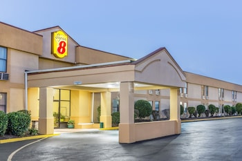 Picture of Super 8 by Wyndham Knoxville Downtown Area in Knoxville