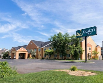 Hotels In Lakeville