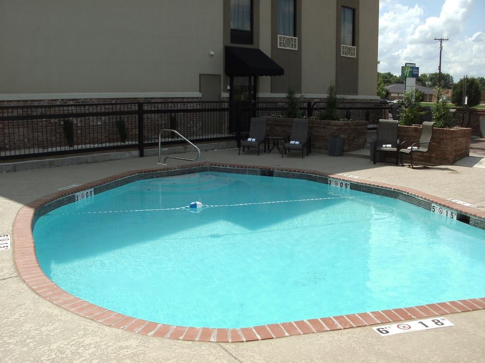 Holiday Inn Express New Albany Pool
