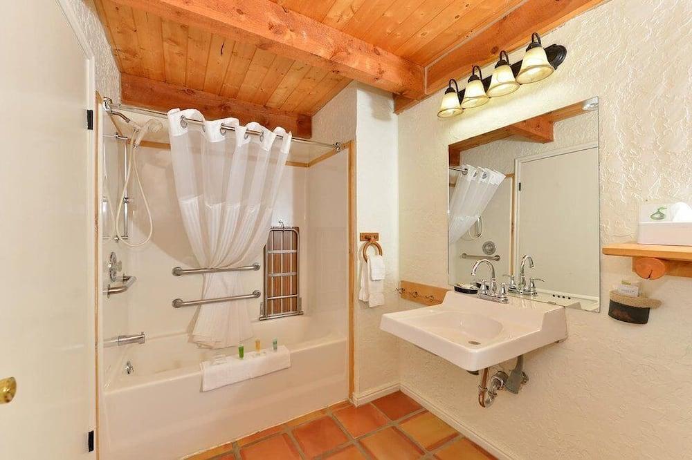 King Room Creekside - Bathroom Amenities