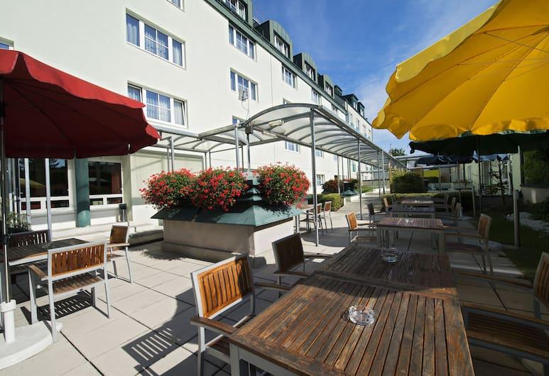 Park Inn by Radisson Uno City Vienna, Wiedeń, Taras/patio