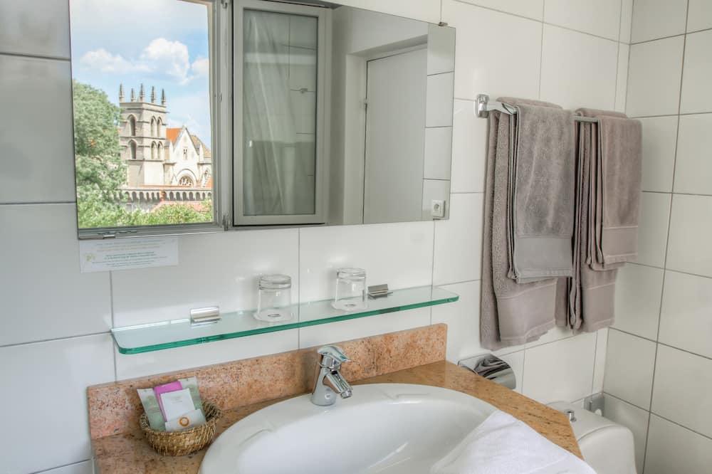 Classic Room, 1 Double Bed, Non Smoking - Bathroom