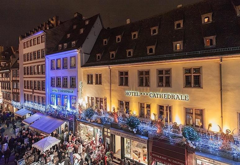 Hotel Cathedrale, Straßburg, Hotelfassade am Abend/bei Nacht