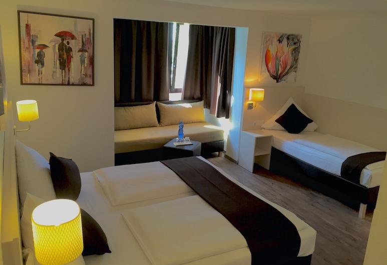 Lloyed Hotel, פרנקפורט