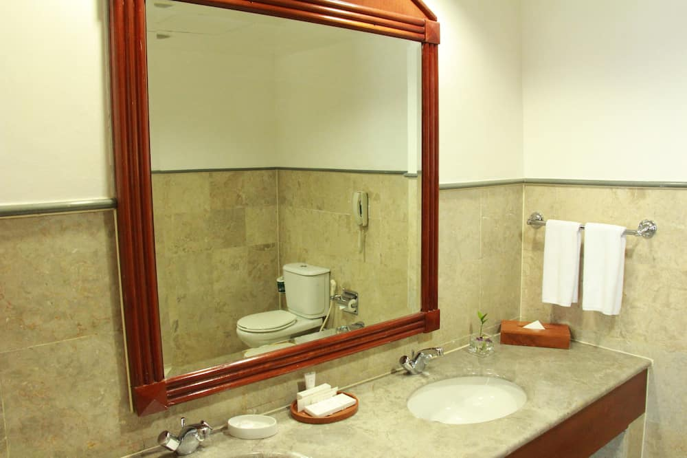 Executive Suite (Rates Do Not Apply to Repatriation) - Bathroom