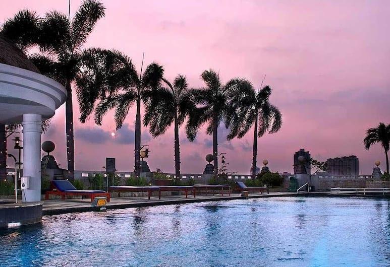 The Media Hotel and Towers, Jakarta, Kolam Renang Luar Ruangan