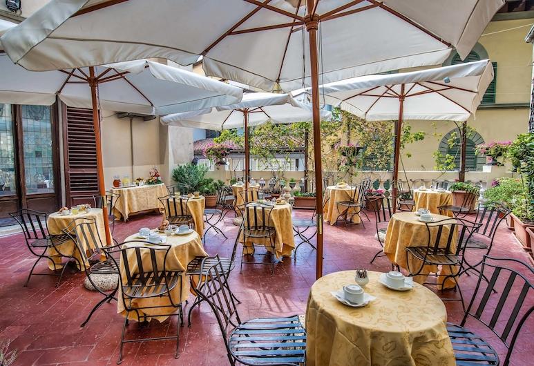 Hotel Paris, Florence, Terrace/Patio