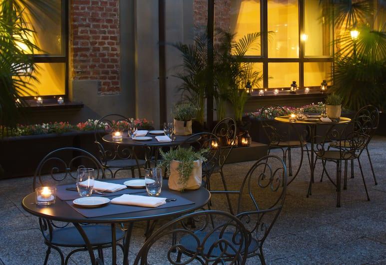 Starhotels Business Palace, Milano, Ristorazione all'aperto
