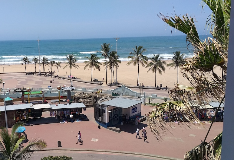 The Balmoral Hotel, Durban, Plaža