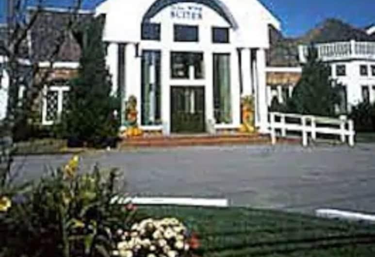 Cape Cod Irish Village, South Yarmouth, Hotel Entrance