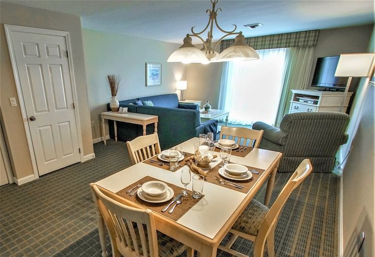 Cape Winds Resort, a VRI resort, Hyannis, Family Condo, 2 Bedrooms, Living Area