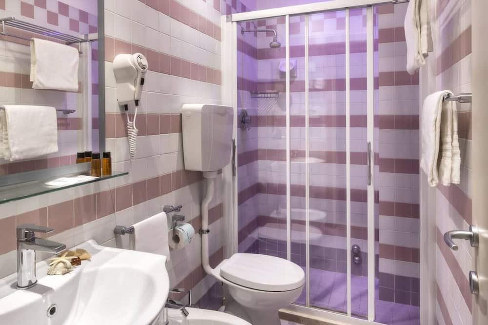 Classic szoba kétszemélyes vagy két külön ággyal - Fürdőszoba