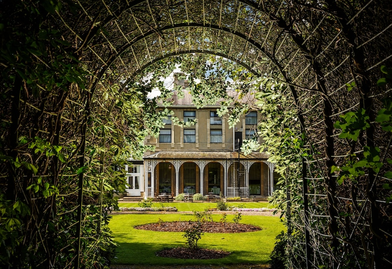 Mercure Burton Upon Trent Newton Park, Burton on Trent, Property Grounds