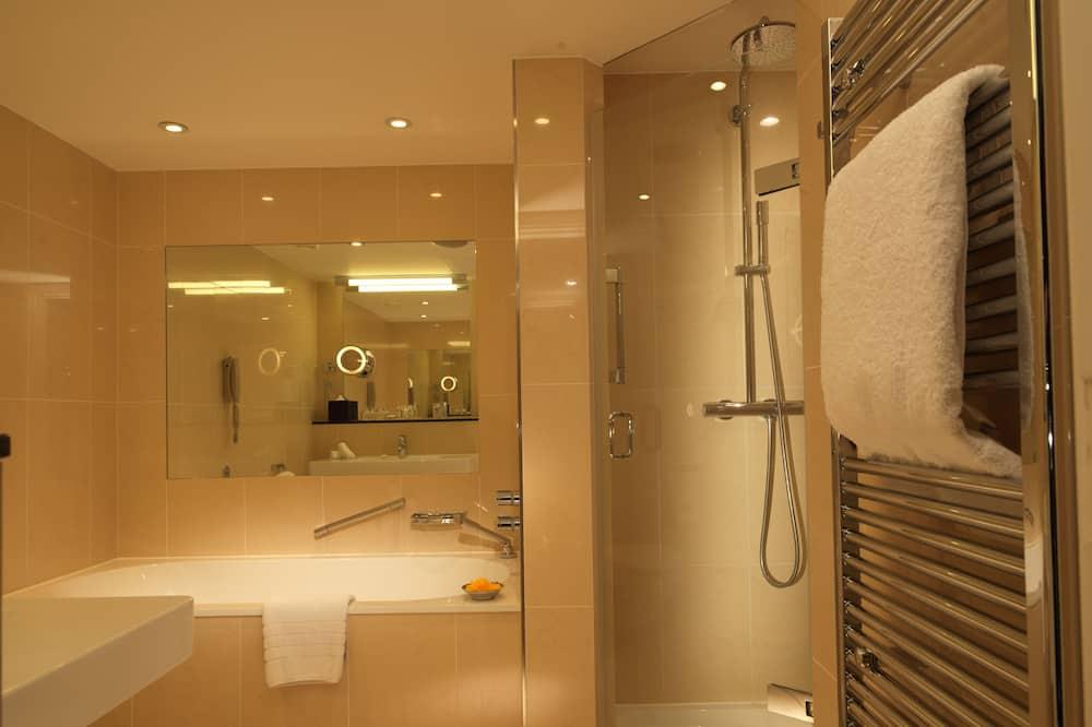 Royal Deluxe Studio, High Floor - Bathroom