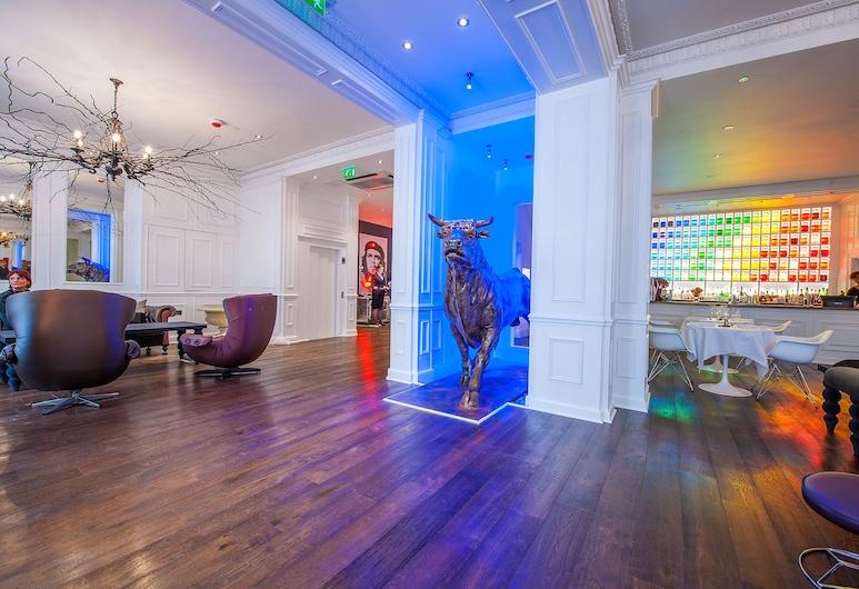 The Exhibitionist Hotel, London, Vestibyle