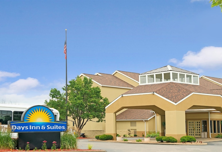 Days Inn and Suites by Wyndham St. Louis/Westport Plaza, Maryland Heights