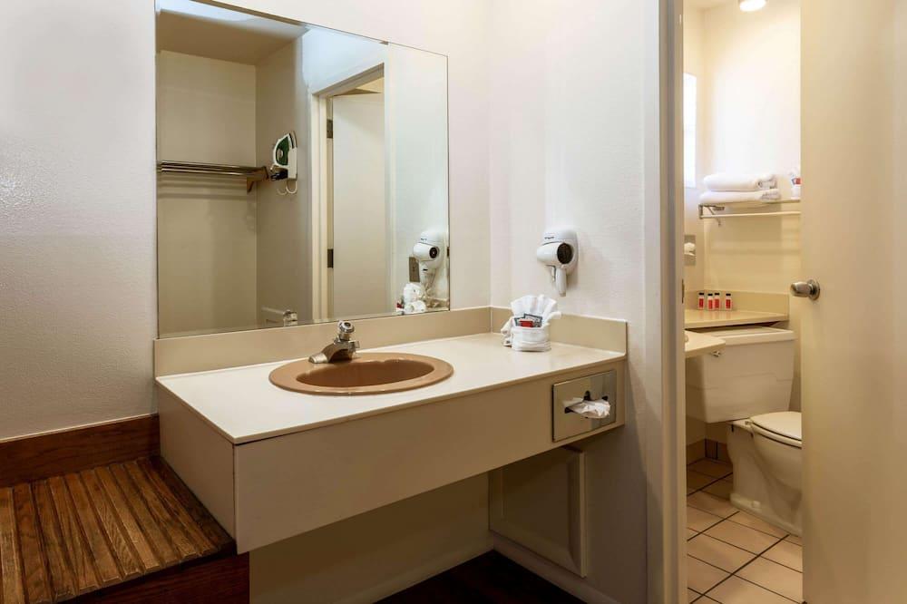Standaard kamer, 1 kingsize bed, koelkast & magnetron - Badkamer