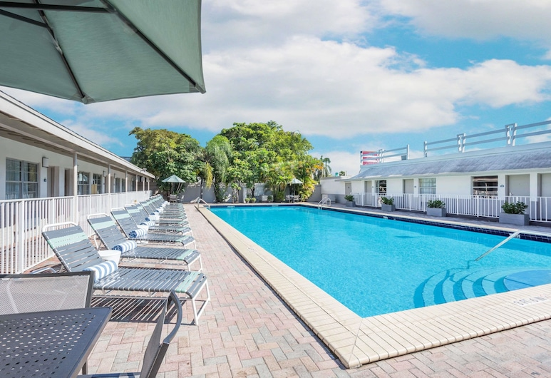 Days Inn by Wyndham Miami Airport North, Miami Springs, Piscina