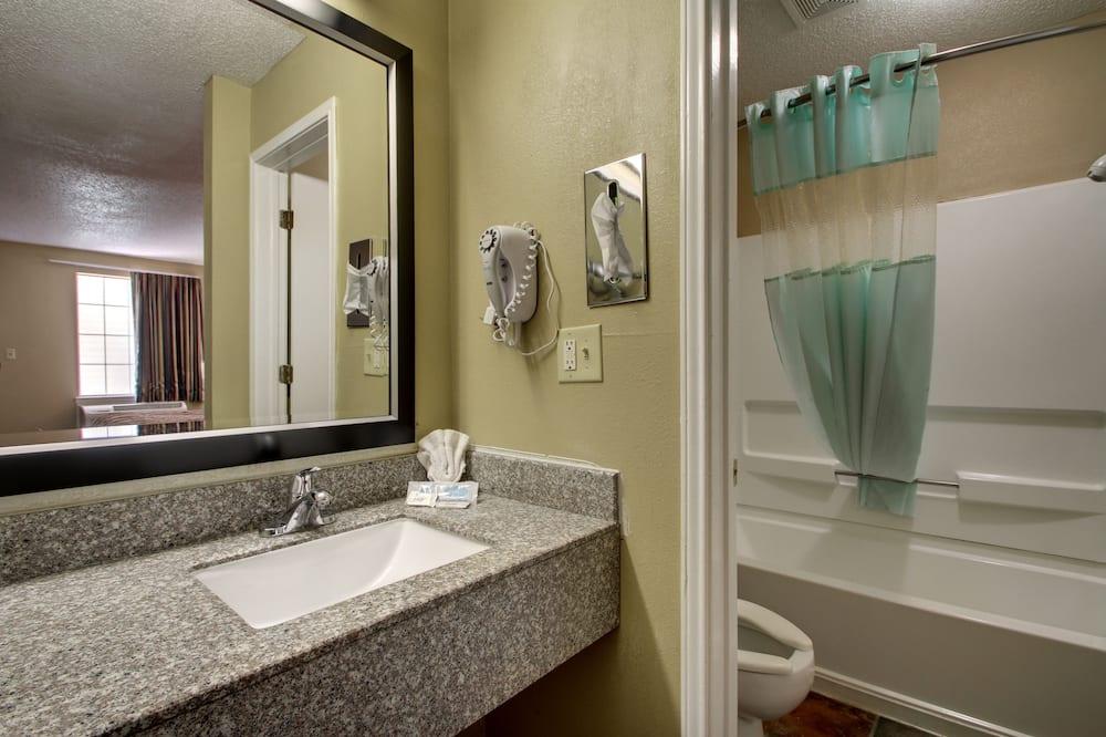 Standard Oda, 2 Çift Kişilik Yatak, Sigara İçilmez - Banyo