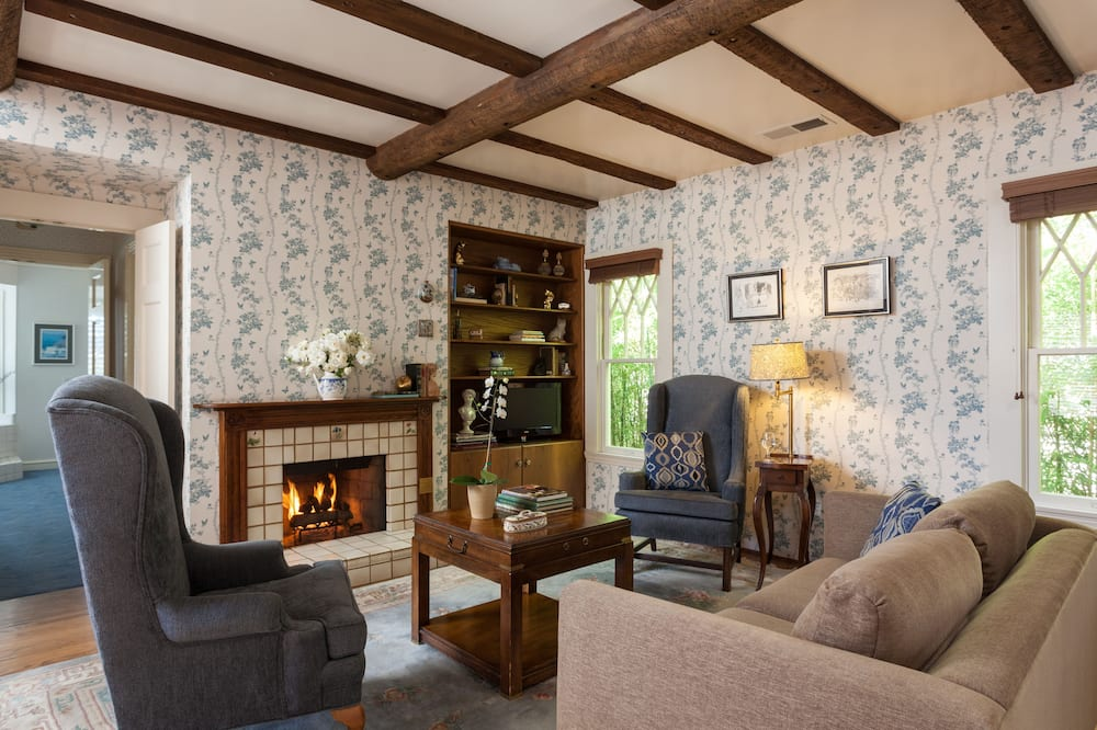 Tweedledum - Living Room
