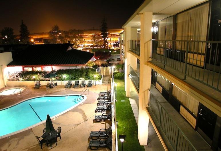 Vagabond Inn Executive Old Town, Sacramento, Venkovní bazén