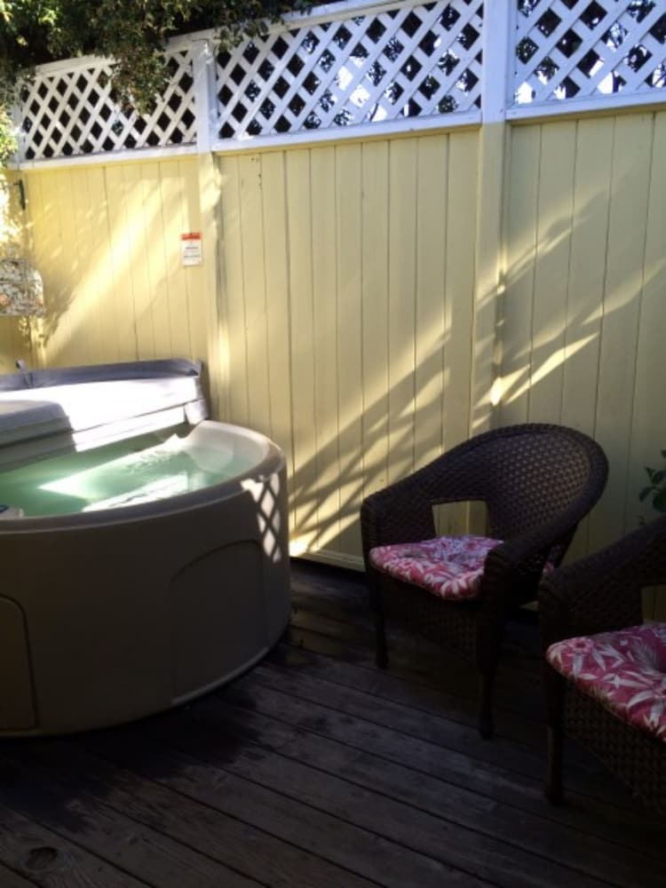 Secret Garden Inn And Cottages, Santa Barbara, Outdoor Spa Tub