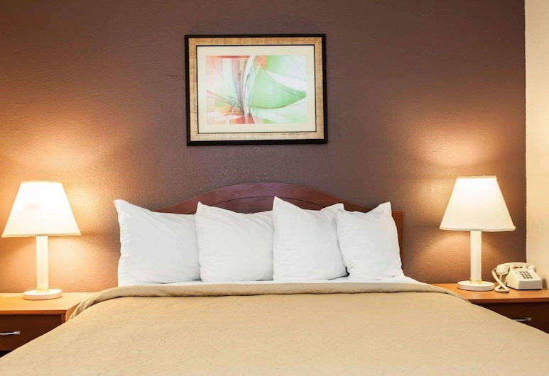 Quality Inn & Suites, Indianapolis, Suite, 1 Queen Bed with Sofa bed, Non Smoking, Guest Room