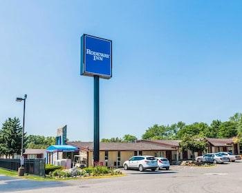 Top 10 Clarkston Hotels Near Dte Energy Music Theatre Michigan