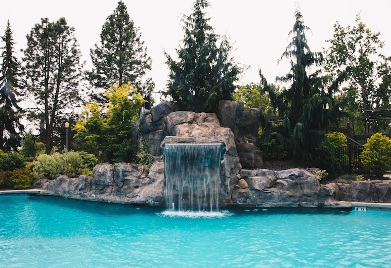 Centennial Hotel Spokane, Spokane, Deluxe Room, 2 Queen Beds, Poolside, Guest Room View