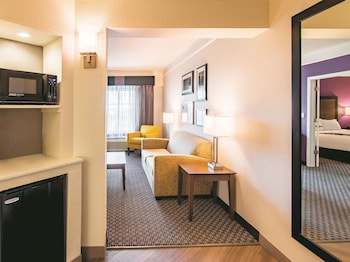 Picture of La Quinta Inn & Suites by Wyndham Fort Worth City View in Fort Worth