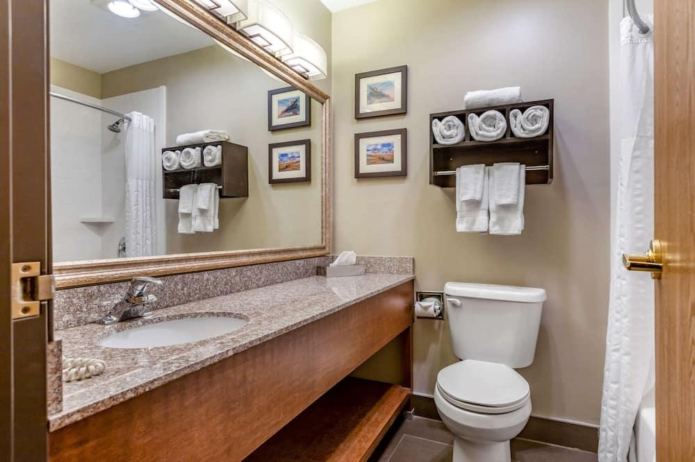 Standardní pokoj, více lůžek, nekuřácký (1 Queen Bed, Bunk Beds) - Koupelna