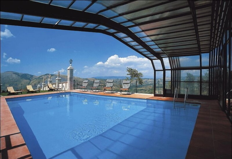 Castello Orsini Hotel, Nerola, Basen kryty/odkryty