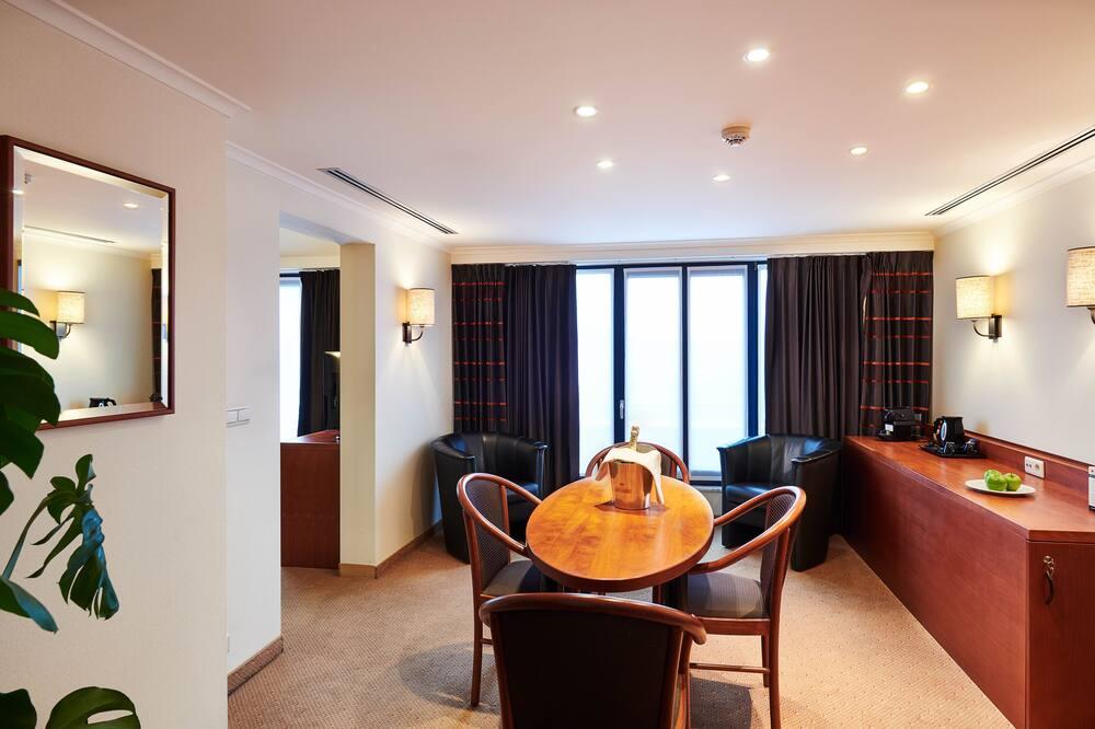Номер-люкс, 1 ліжко «кінг-сайз», для некурців, міні-кухня - Обіди в номері