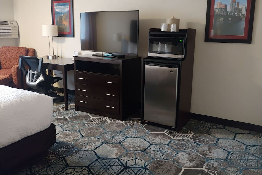 標準客房, 1 張特大雙人床, 無障礙, 冰箱和微波爐 - 客廳