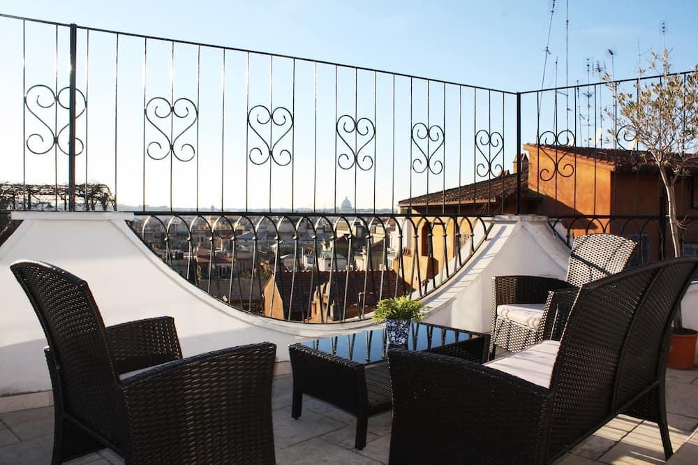 Panoramic sviit, vaade linnale - Vaade rõdult