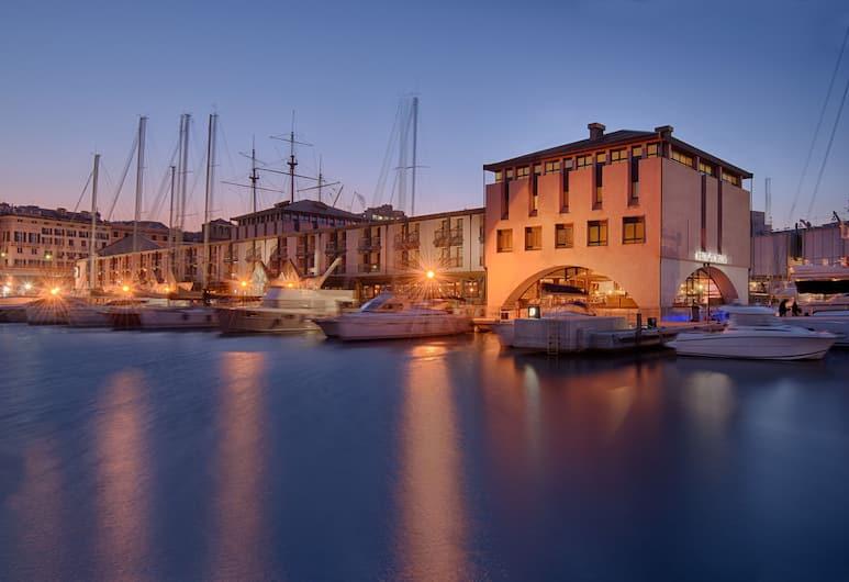 NH Collection Genova Marina, Genova, Voorkant hotel