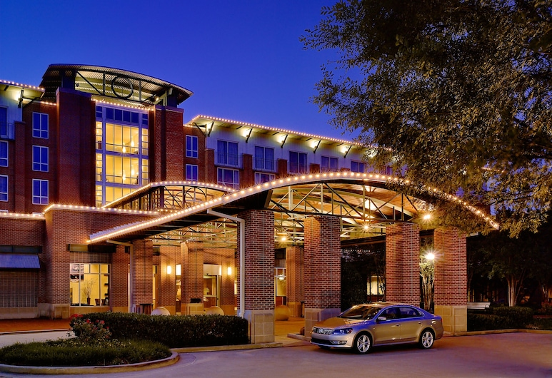 The Chattanoogan Hotel, Curio Collection by Hilton, Чаттануга, Вход в отель