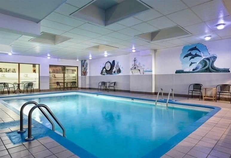Travelodge by Wyndham Hotel & Convention Centre Quebec City, Quebec, Kolam Renang Dalam Ruangan