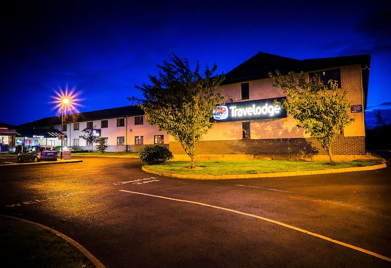 Travelodge Hotel Limerick Ennis Road, Limerick, Hotel Front – Evening/Night