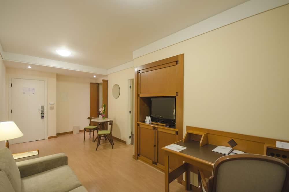 Business Room, 1 Queen Bed - Living Area