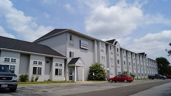 Picture of Toledo BridgePointe Inn & Suites By Hollywood Casino, Downtown, Owens College in Northwood