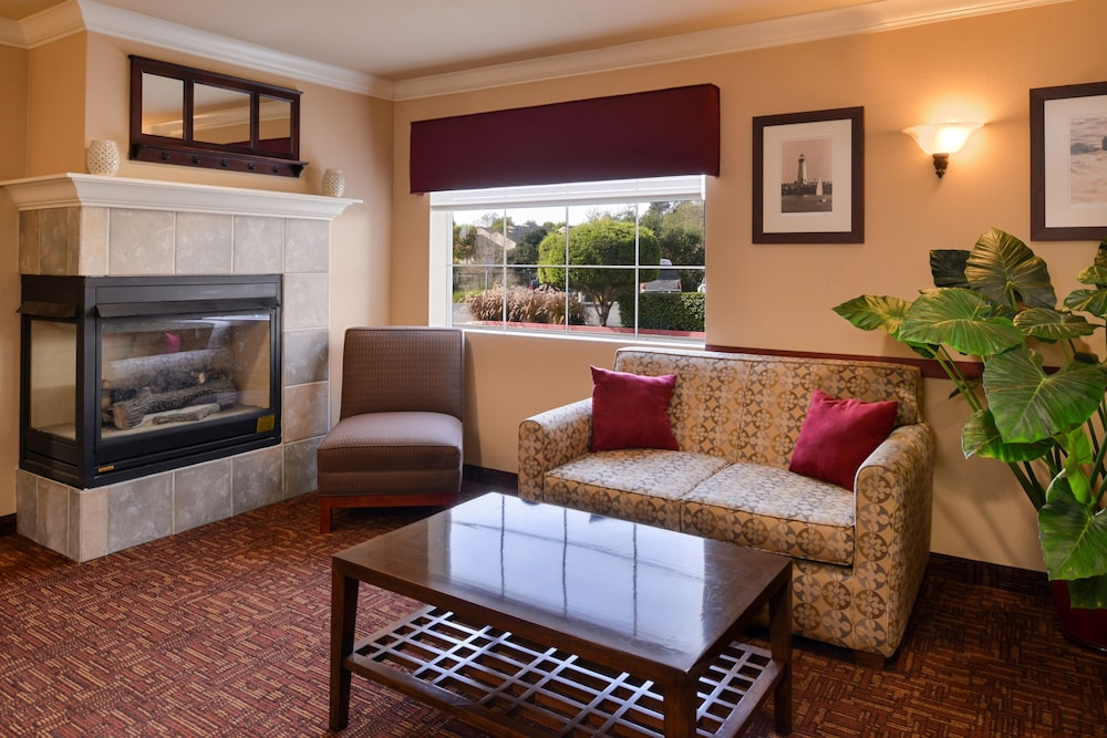 Holiday Inn Express Suites Watsonville Lobby