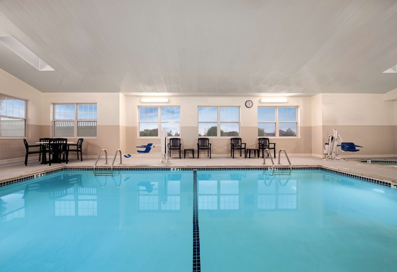 Country Inn & Suites by Radisson, Dundee, MI, Dundee