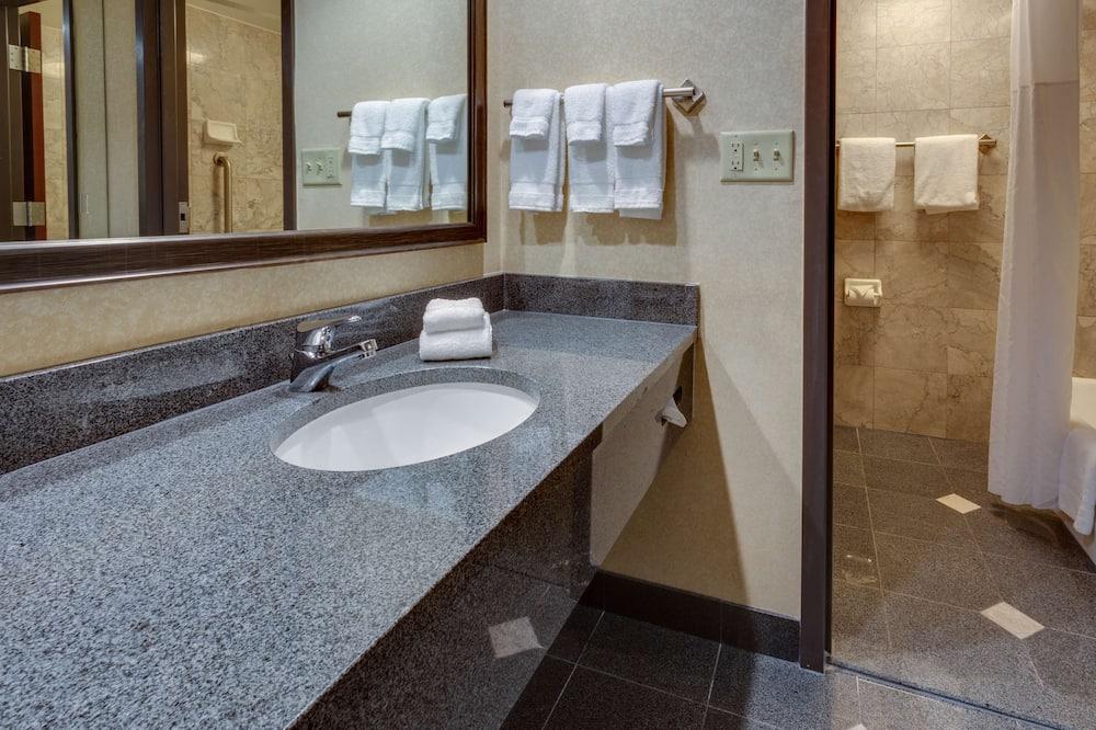 Quarto Deluxe, Frigorífico e Micro-ondas - Casa de banho