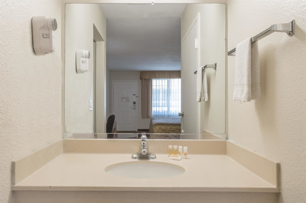 Pokój Deluxe, 2 łóżka queen, dla niepalących, lodówka i kuchenka mikrofalowa - Łazienka