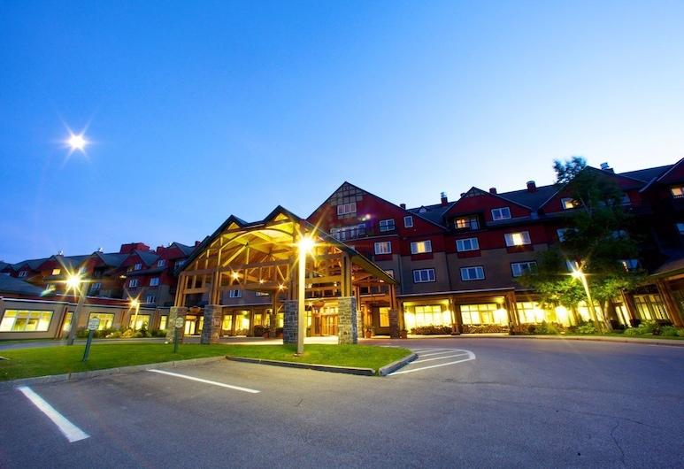 Mount Snow Grand Summit Resort, West Dover, Fachada del hotel de noche
